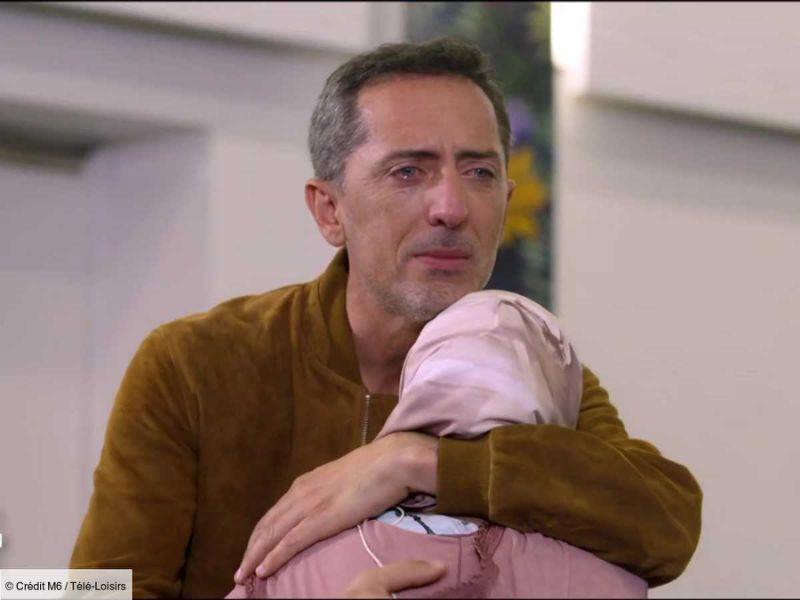 """Gad Elmaleh en larmes en retrouvant sa """"deuxième maman"""", perdue de vue depuis son enfance"""